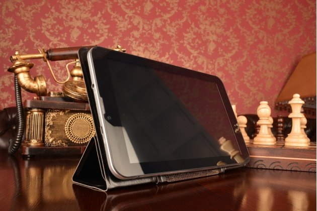 Чехол с вырезом под камеру для планшета iPad Mini 2 new Retina с дизайном Smart Cover ультратонкий и лёгкий. цвет в ассортименте
